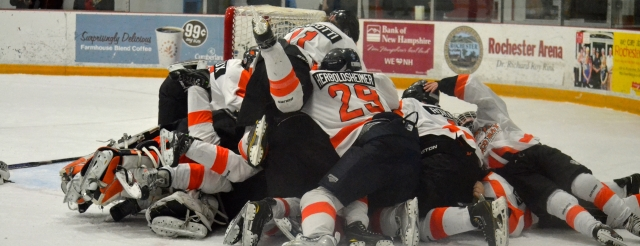 2013-14 Bantams celebrating victory